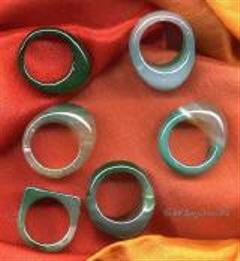 Ringe aus farbigem Achat